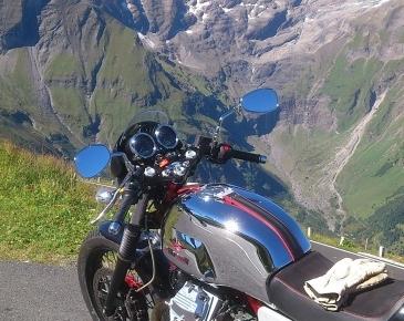 Moto Guzzi V7-2011_2
